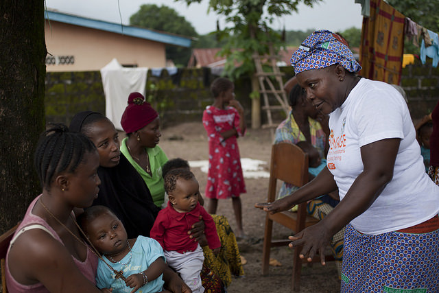 A community health worker talks to mothers about family planning and reproductive health in Bombali District, Sierra Leone. Photo by Abbie Trayler-Smith, H4 Partners, via Flickr. Creative Commons.